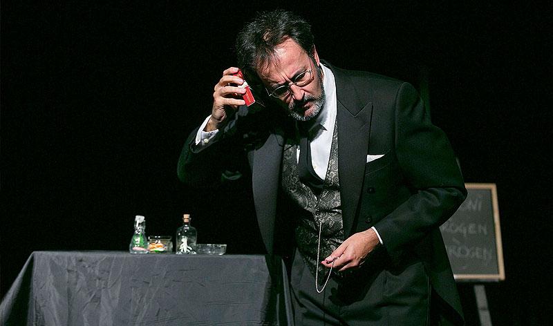 """""""Sobre els danys del tabac... i les ostres"""", d'Anton Txkhov. Amb Xavier Graset. Dir. Francesc Cerro. Monòleg Còmic."""